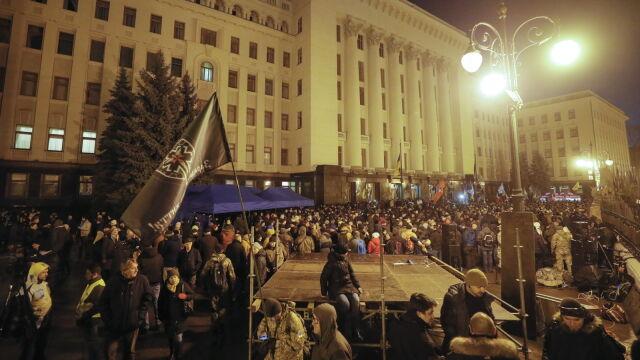 Noc w namiotach. Ukraińcy koczują przed siedzibą prezydenta. Czekają na wieści z Paryża