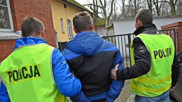 Uciekał przed policją, uszkodził radiowóz. Miał dożywotni zakaz kierowania