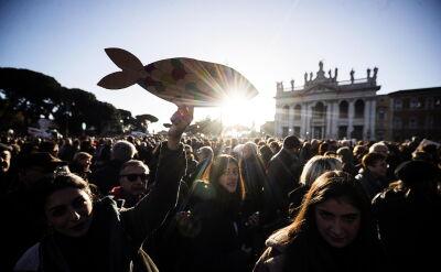 """Pierwszy wiec """"sardynek"""" w Rzymie"""