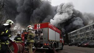 Ogromny pożar magazynu z chemikaliami. Płomieniom towarzyszyły wybuchy