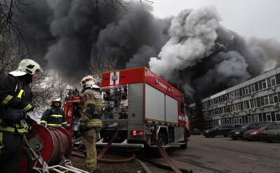 Duży pożar na obrzeżach Moskwy. Zapalił się magazyn z chemikaliami