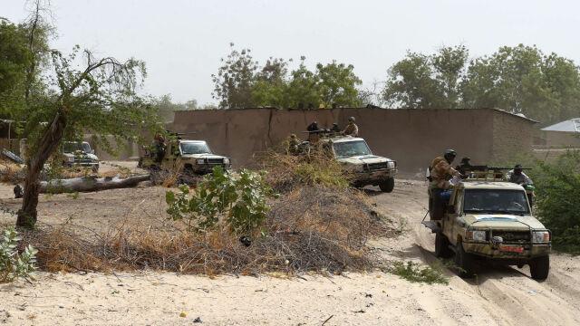 Kilkadziesiąt ofiar zamachu terrorystycznego na obóz wojskowy