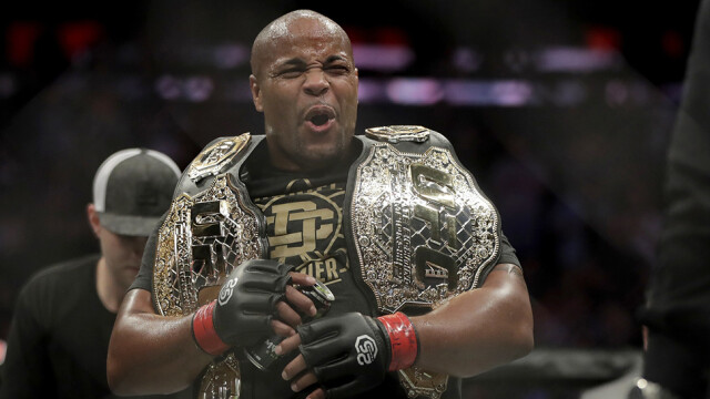 Amerykanin legendą UFC. 39 lat i obrony pasów w dwóch kategoriach