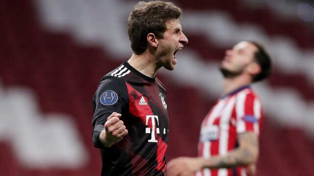 """""""Mueller ratuje dzieciaki Flicka"""". Weteran pomógł najmłodszemu Bayernowi od lat"""