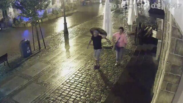 Ukradli stolik z kawiarni w Łebie. Tak zareagował właściciel