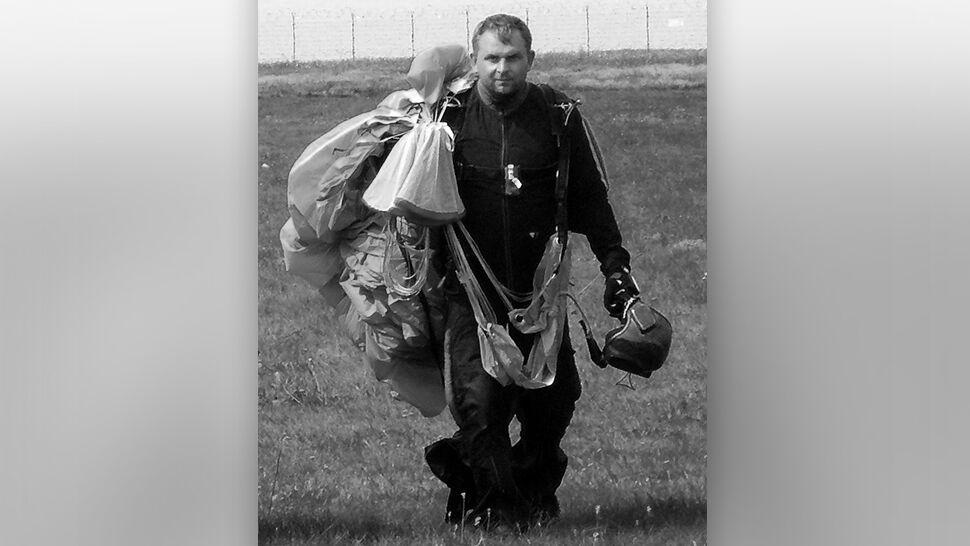 Tandem spadochroniarzy runął na ziemię, pilot zmarł. Żegnają go koledzy: brakuje nam twojego optymizmu