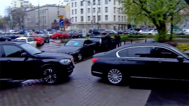 Jedna rządowa limuzyna wjechała w drugą. Na Nowogrodzkiej przy siedzibie PiS