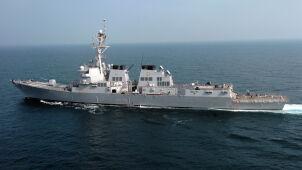 Dwa pociski wystrzelone, na celowniku niszczyciel US Navy