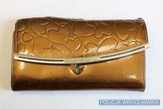 Jeden ze skradzionych portfeli