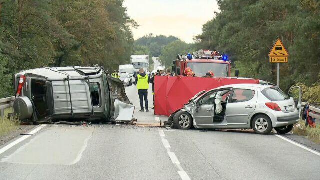 Zderzenie czterech samochodów na DK10.  Jedna osoba nie żyje, siedem w szpitalu