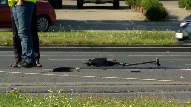Jechał hulajnogą, zderzył się  z samochodem. 25-latek nie żyje