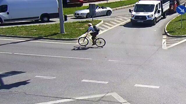 Potrącił rowerem kobietę na chodniku i odjechał.