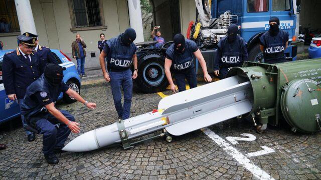 Skąd pocisk rakietowy w rękach włoskich neofaszystów? Odezwał się Katar