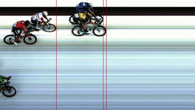 Szalony finisz, zdecydowały centymetry. Van Aert wygrał 10. etap Tour de France