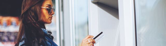 Bankomaty na celowniku oszustów. Duży bank ostrzega