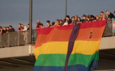Pobity na zgromadzeniu LGBT musi zapłacić za proces i sam dostarczyć dowody