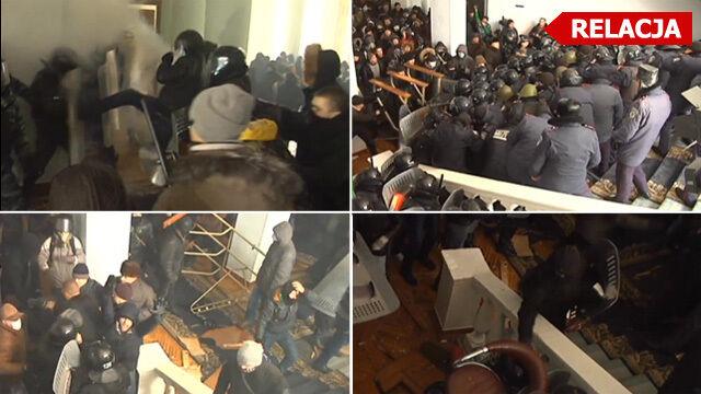 Brutalna walka o siedzibę władz w Winnicy. W ruch poszły kije, pałki, gaśnice