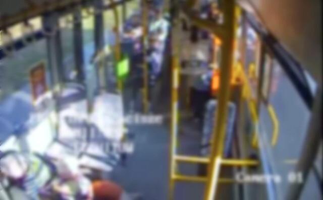 Zajechał drogę i zmusił kierowcę autobusu do gwałtownego hamowania. Pasażerka w szpitalu