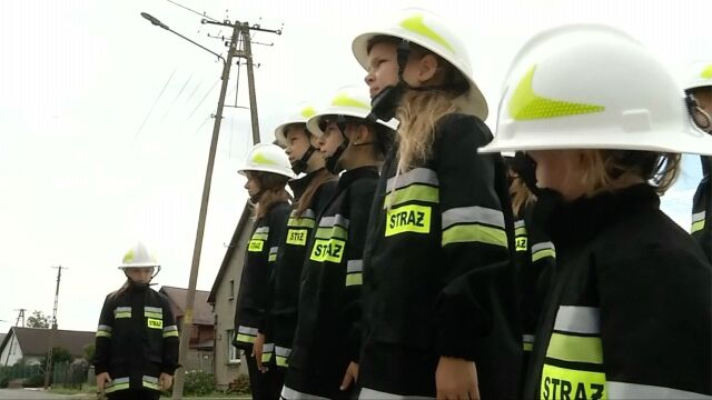 The trainee volunteer brigade is made up of only girls, which is not uncommon in Miejsce Odrzańskie