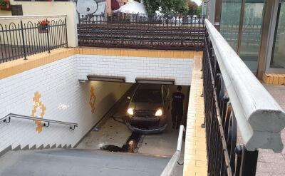 Pijany kierowca wjechał autem do tunelu pod torami w Sopocie