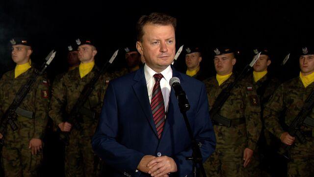 """""""Niezwykle wiążą się ich losy"""". Minister o tragedii smoleńskiej podczas obchodów rocznicy Bitwy Warszawskiej"""