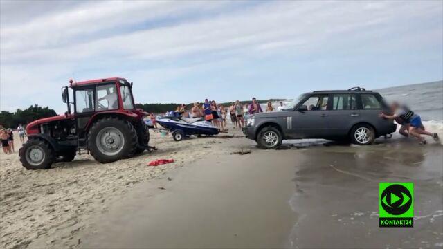 Zakopali się samochodem na plaży, musiał wyciągnąć ich traktor