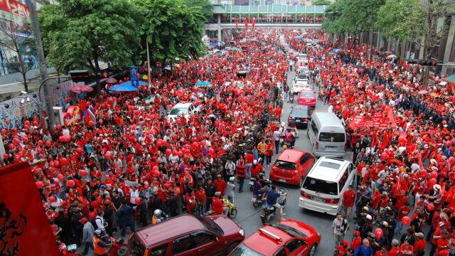 """""""Walka polityczna, nie terroryzm"""".  Sąd o proteście """"czerwonych koszul"""""""
