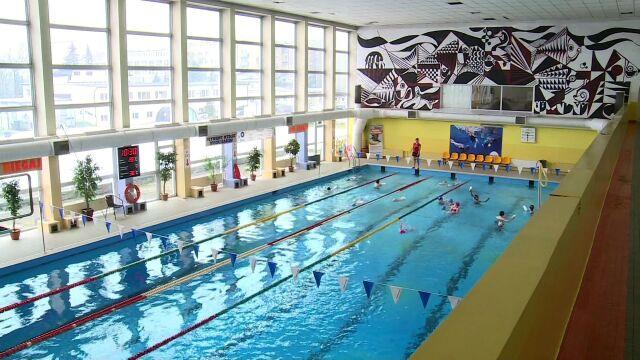 14-latek utonął na basenie. Byli tam sami ratownicy