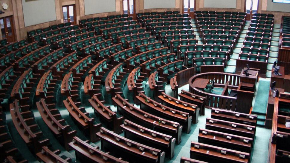 Dymisja rządu, orędzie prezydenta i kluczowe głosowanie w Senacie
