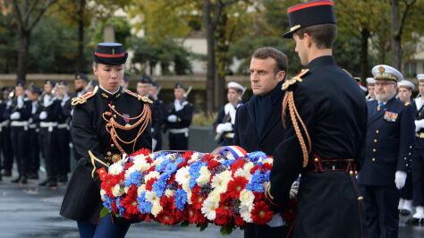"""""""Kto ginie za Francję, nie ginie na próżno"""". Macron oddał hołd poległym"""