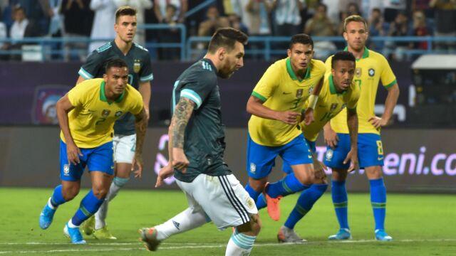 Dwa nietrafione karne, rekord Messiego. W hicie Argentyna lepsza od Brazylii