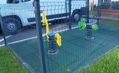 Wyjątkowo mały plac zabaw na nowym osiedlu we Wrocławiu