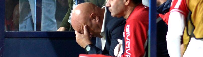 Hiszpanie strzelali gola za golem. Trener straciłprzytomność
