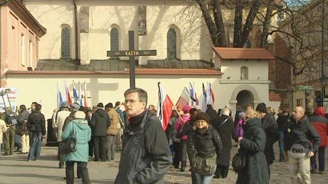 Pod Krzyżem Katyńskim w Krakowie (TVN24)