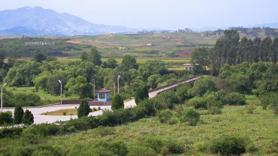 Koree wycofają posterunki i broń z granicy. Min już nie ma