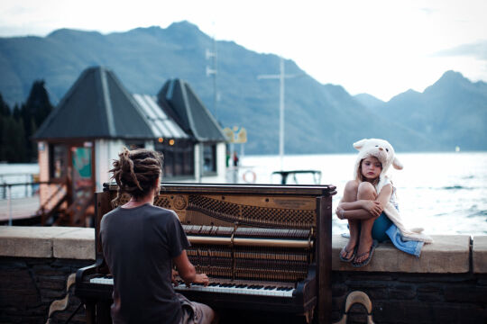Wyróżnienie - Piano play at sunset