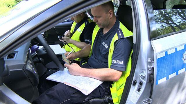 Mniej wypadków, więcej zatrzymanych praw jazdy. Policja podsumowała pierwszy miesiąc wakacji