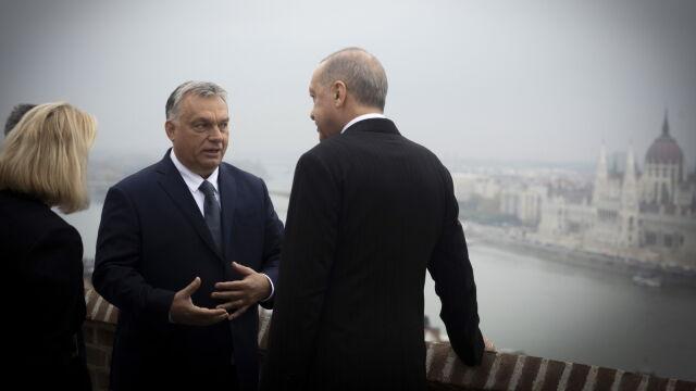 Erdogan u Orbana straszył Unię Syryjczykami