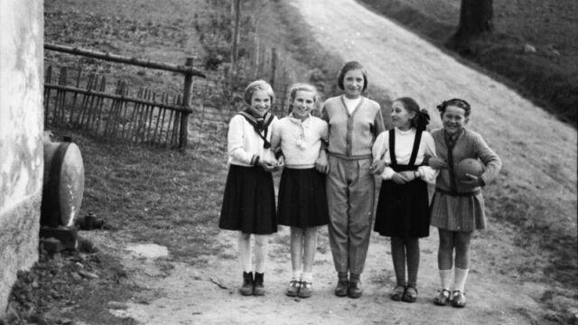 """120 klisz ze zdjęciami sprzed 70 lat odnaleziono podczas porządków. """"Obraz świata, którego już nie ma"""""""