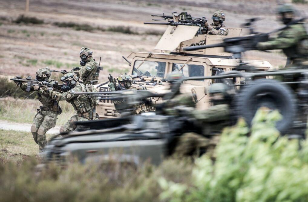 Żołnierze NATO podczas manewrów
