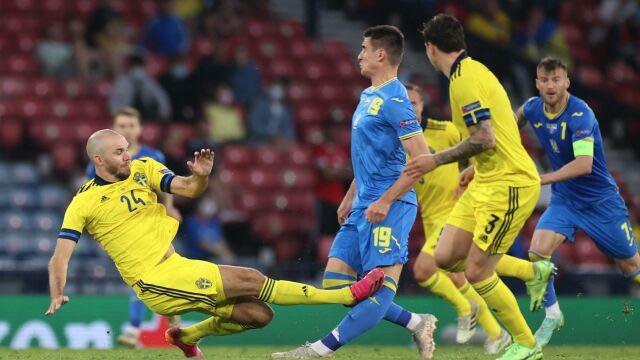 Szwecja - Ukraina: Marcus Danielson dostał czerwoną kartkę za brutalny faul - Euro 2020 (2021) - Euro2020