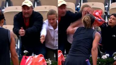 Walczyli o ręcznik rzucony przez tenisistkę. Młody kibic bez szans