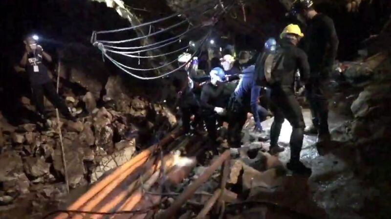 Niepublikowane dotąd nagranie z akcji w jaskini (cz. II)