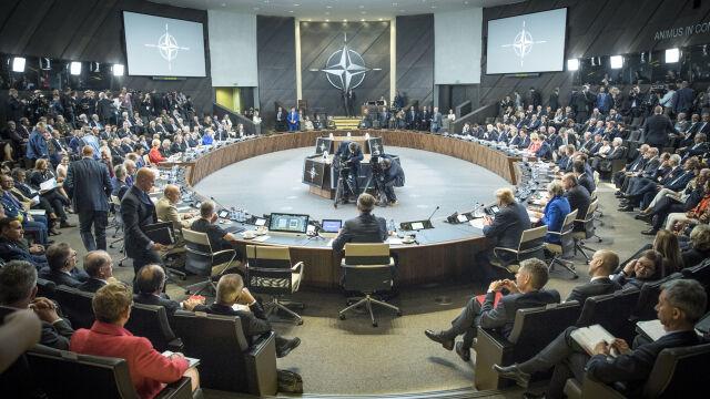 NATO zaprosiło Macedonię do rozmów akcesyjnych