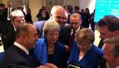 Theresa May pocieszana po półfinale mistrzostw świata
