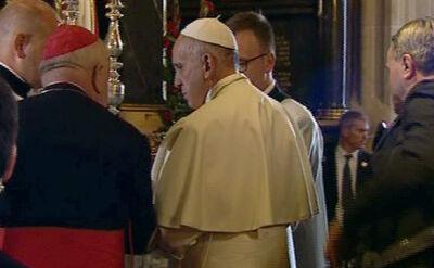 Papież Franciszek w drodze na spotkanie z polskimi biskupami w Katedrze na Wawelu