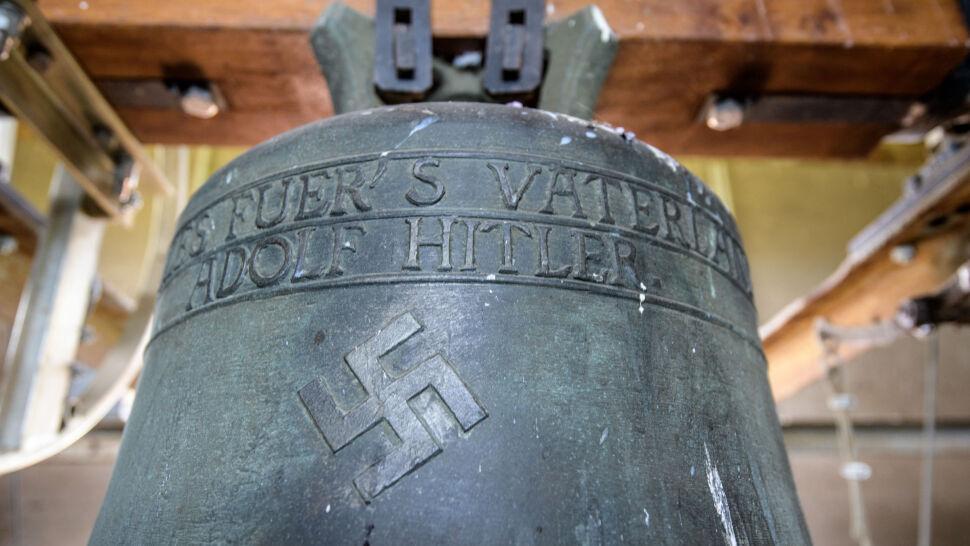 """""""Wszystko dla Ojczyzny - Adolf Hitler"""". Dzwon  z tym napisem pozostanie na wieży kościoła"""