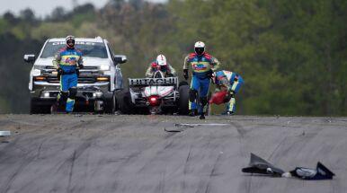 Katastrofa na pierwszym okrążeniu. Później zwycięstwo taktyki w inauguracyjnym wyścigu IndyCar