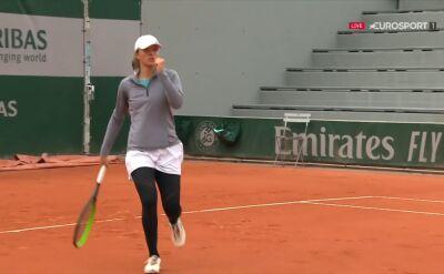 Bardzo dobry dropszot Świątek w starciu z Vondrousovą w 1. rundzie Roland Garros