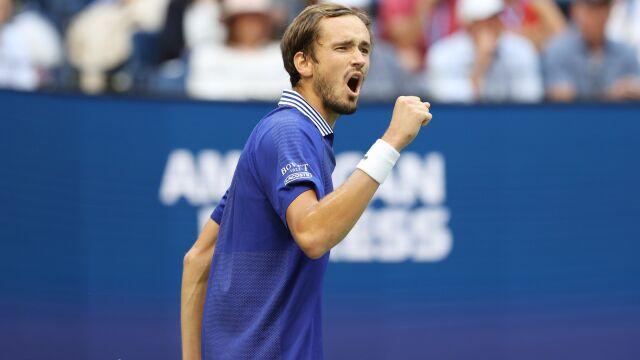 Wyszedł z opresji w drugim secie. Miedwiediew ma finał US Open